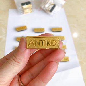Pin cài áo Antiko
