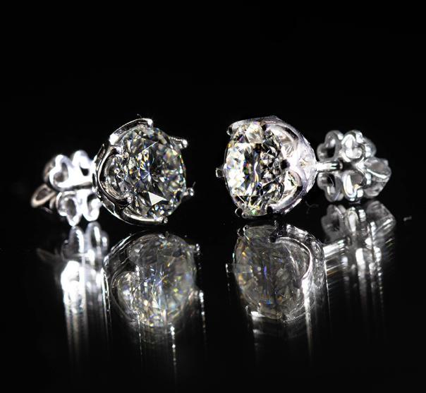 bông tai kim cương moissanite